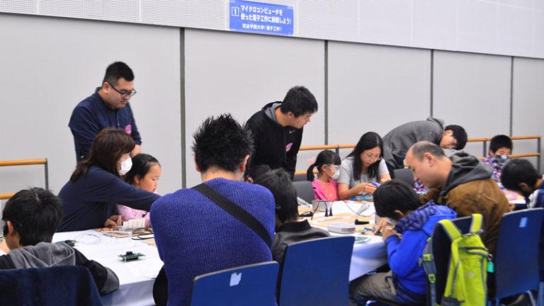 筑波学院大学ブースに多くの親子連れ 科学と環境のフェスティバル