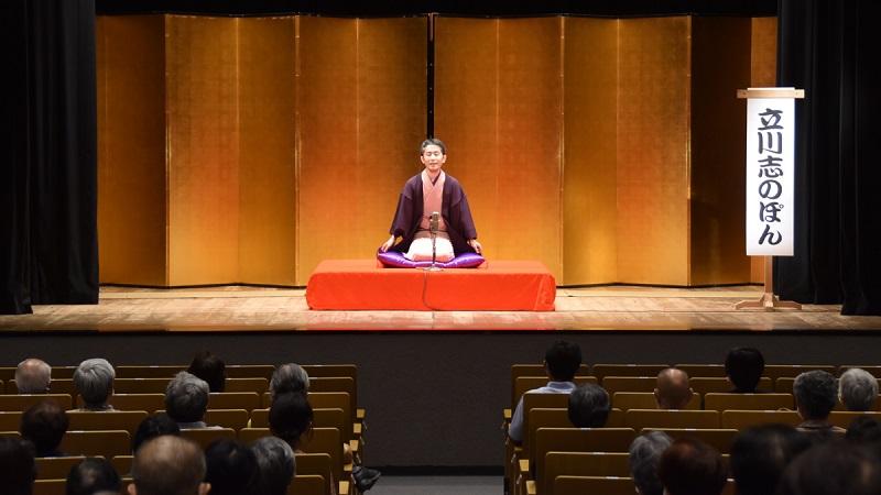 土浦一高~筑波大卒の若手落語家 リニューアルオープンの幕開け飾る